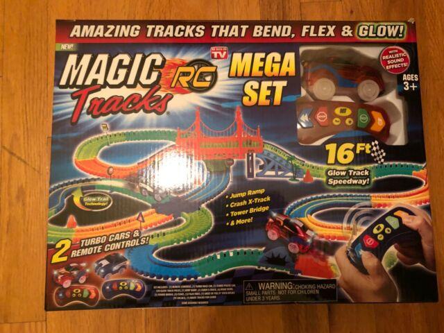 Magic Tracks RC Race Mega Set Ferngesteuertes Spielzeug Auto Glow leuchtet im Dunkeln biegbare Rennstrecke Baby & Kind